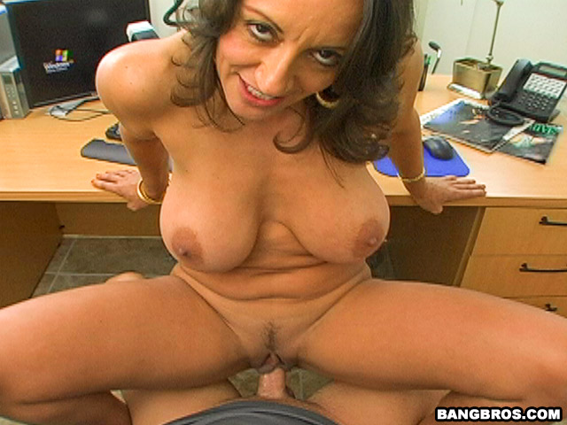 Persias plump ass backroom milf